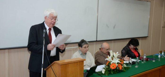 Слободан Реметић чита образложење Одбора за доделу награде
