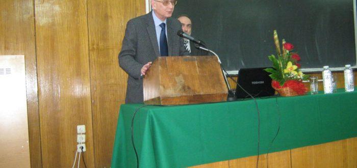12 января 2012 г. Открытие встречи: участников приветствует Ю. Е. Прохоров